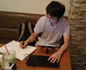 メイドカフェで作業する僕